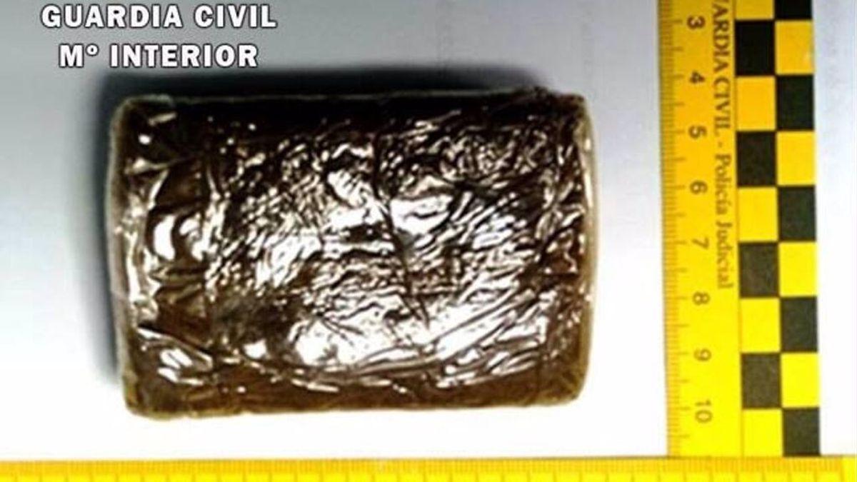 Guardia Civil frustra un alijo tras incautarse de 1.700 kilos de hachís en el Río Piedras