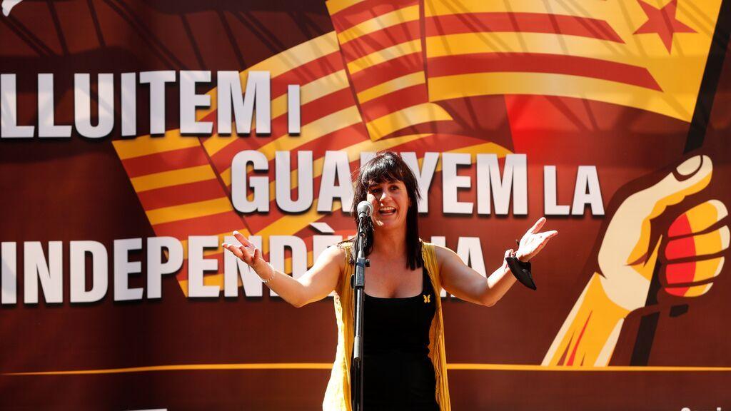 La diputada de JuntsperCatalunya Aurora Madaula  interviene durante el acto independentista