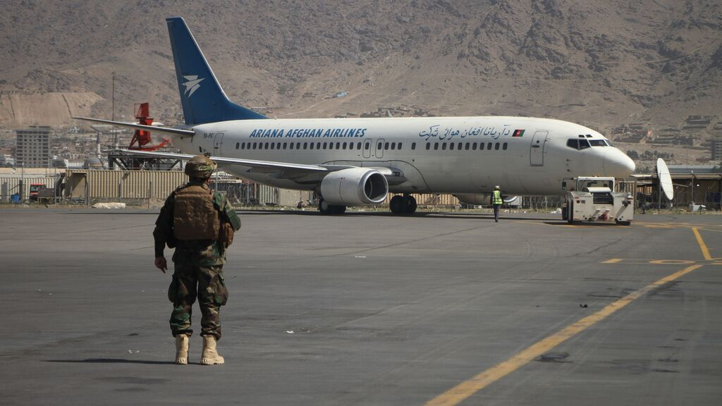 EE.UU. suspende sus vuelos de evacuación de Kabul por un brote de sarampión entre ciudadanos afganos