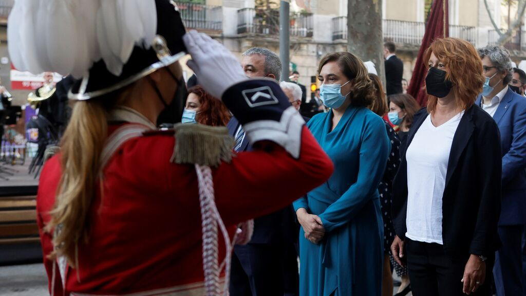 La alcaldesa de Barcelona, Ada Colau durante la ofrenda floral del Govern