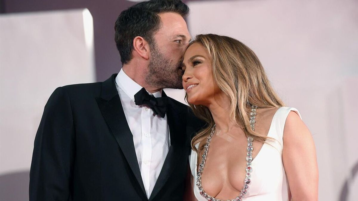 Ben Affleck y Jennifer Lopez oficializan su amor en la alfombra roja del festival de Venecia