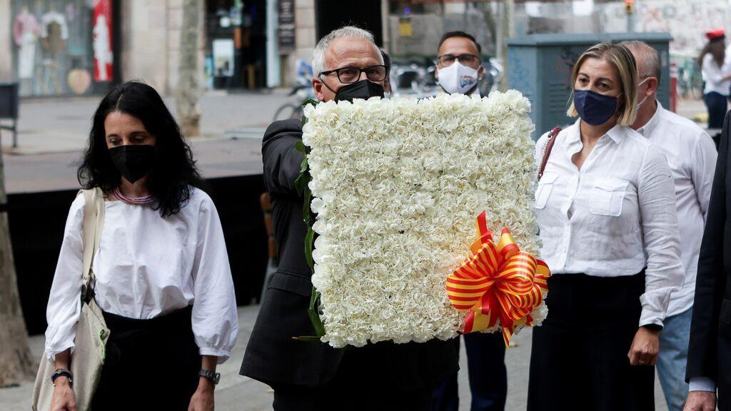 El líder del PP en el Ayuntamiento de Barcelona, Josep Bou durante la ofrenda floral
