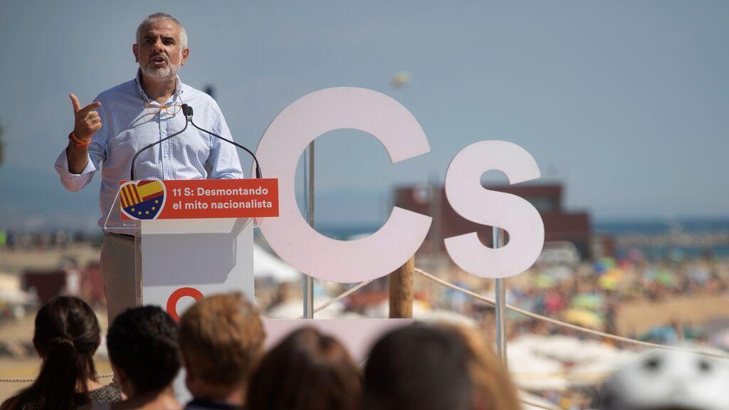 """El presidente de Cs en el Parlament, Carlos Carrizosa durante un acto titulado """"11S: desmontando el mito nacionalista"""