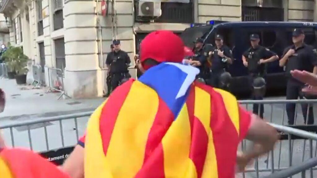 Incidentes en la marcha de la Diada a su paso por la Jefatura Superior de Policía de Barcelona