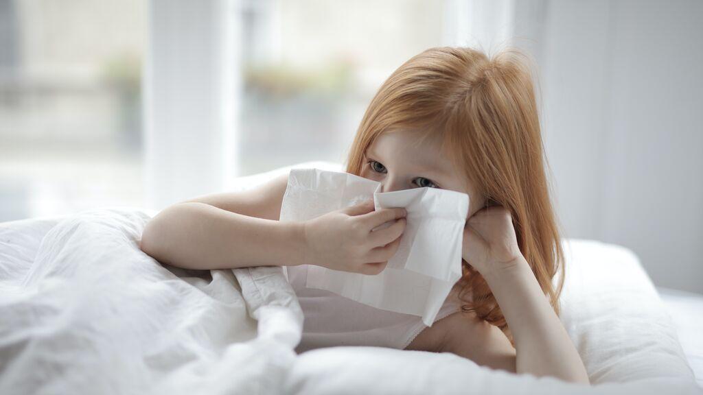 Cansancio, tos y dolor de garganta: los síntomas del covid-19 más recurrentes en niños