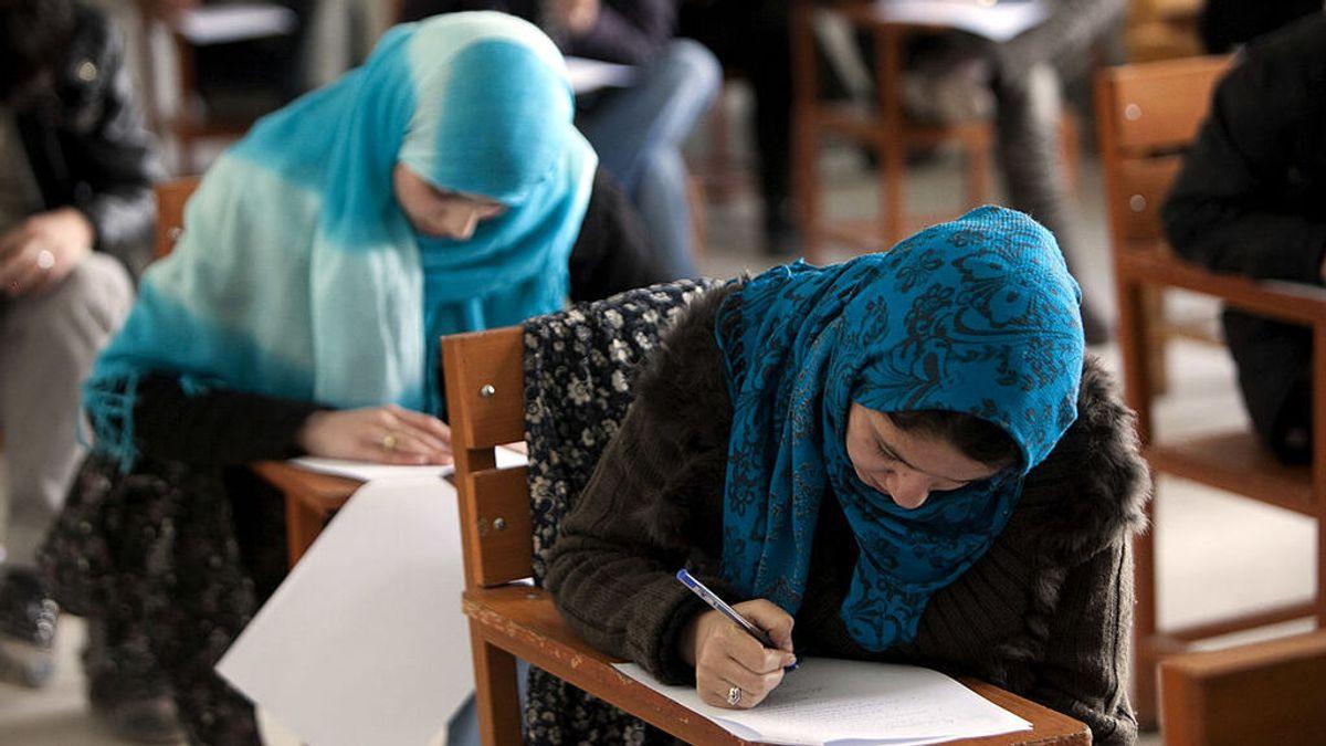 """Los talibanes segregarán por sexos a los estudiantes universitarios para cumplir """"los principios del islam"""""""