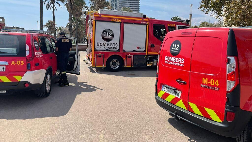 EuropaPress_3922526_bombers_barcelona_retirandose_zona_donde_buscaban_mujer_desaparecida