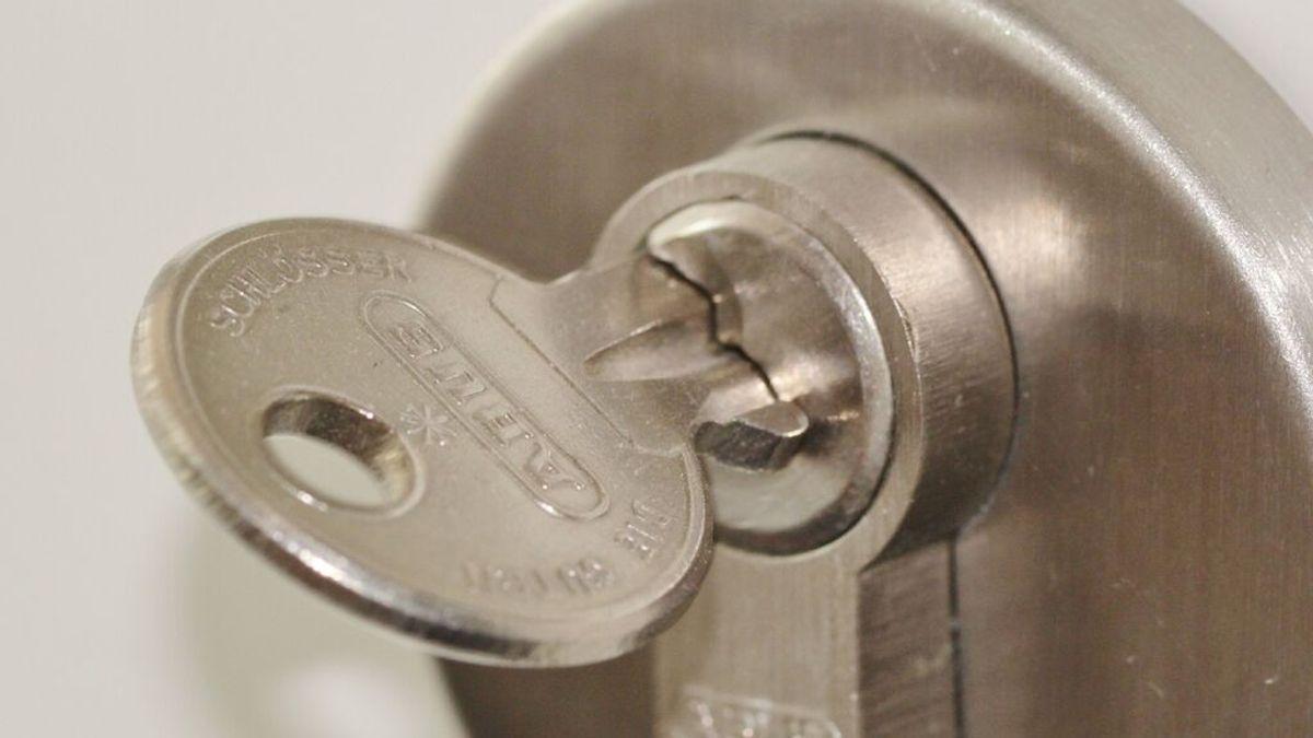El nuevo método de los ladrones para abrir la puerta de tu casa sin forzar la cerradura