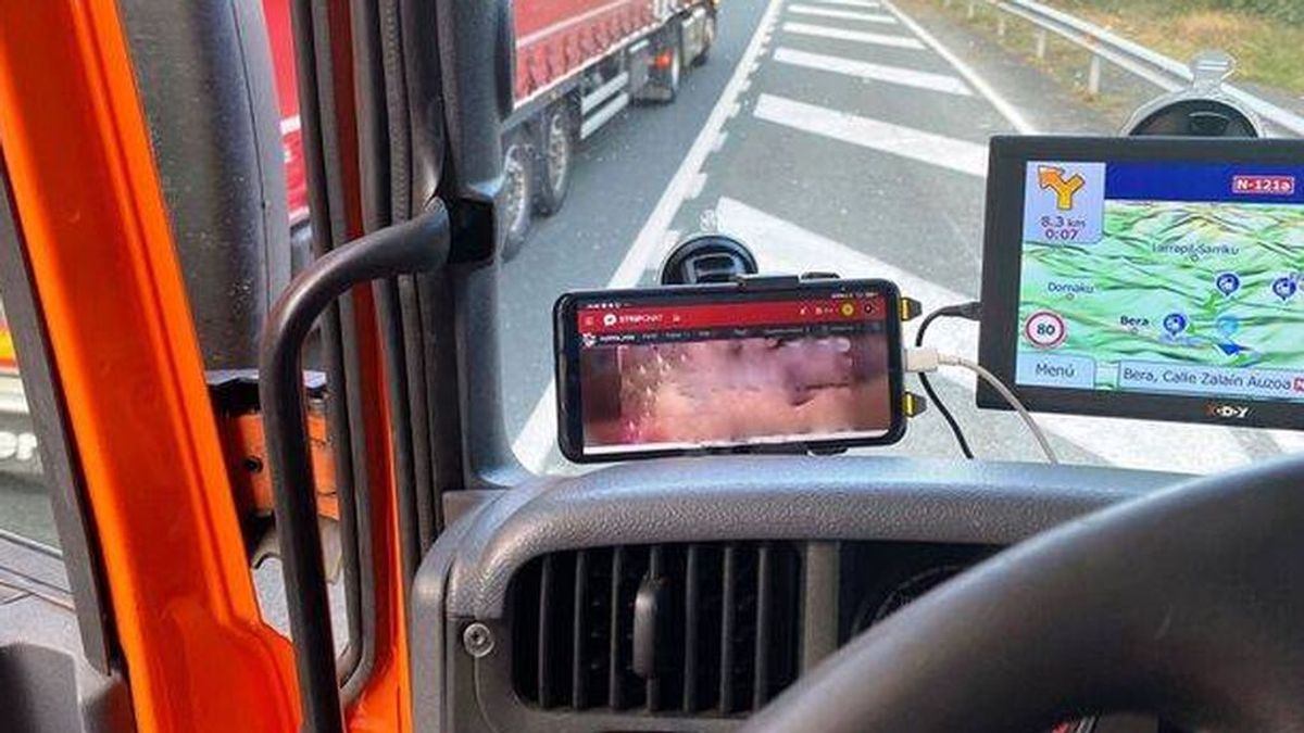 Denunciado un camionero que circulaba drogado y viendo una película porno