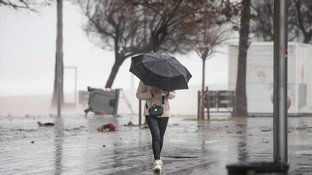 Una borrasca pone en riesgo a España: fuertes lluvias, tormentas y desplome de temperaturas desde el lunes