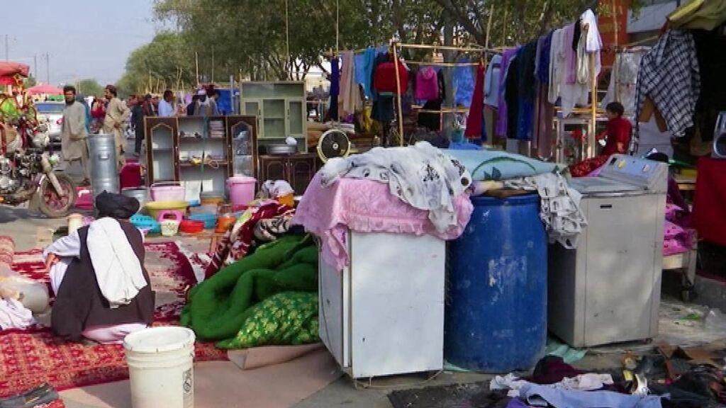 """Ciudadanos de Kabul: """"Vendemos todo para no morir de hambre"""""""