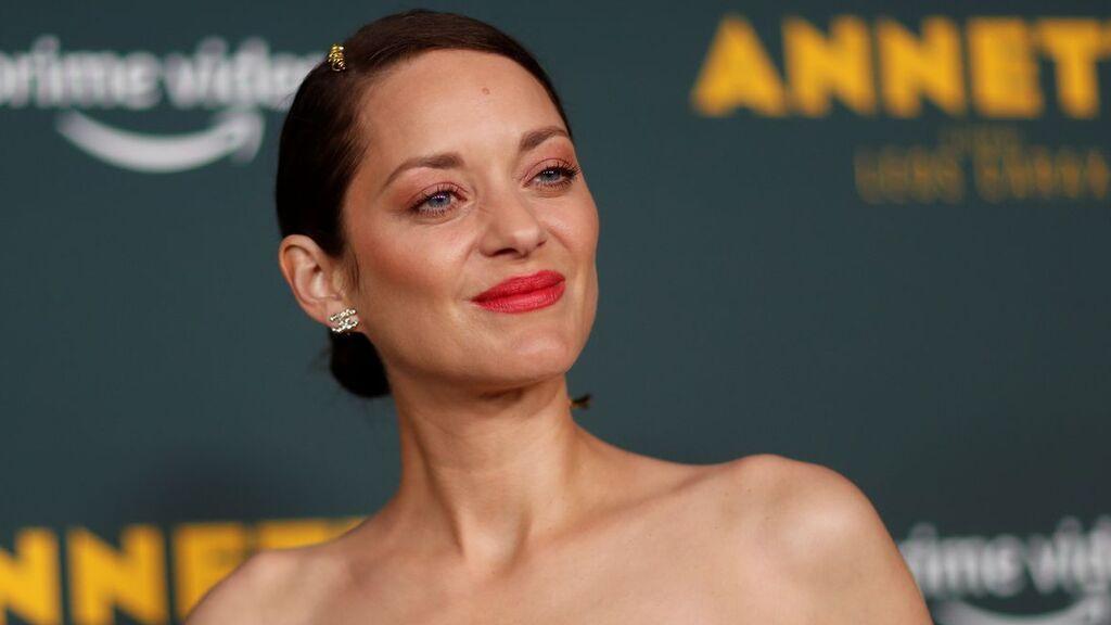 También, Marion Cotillard pasará por la alfombra roja para recoger su premio.