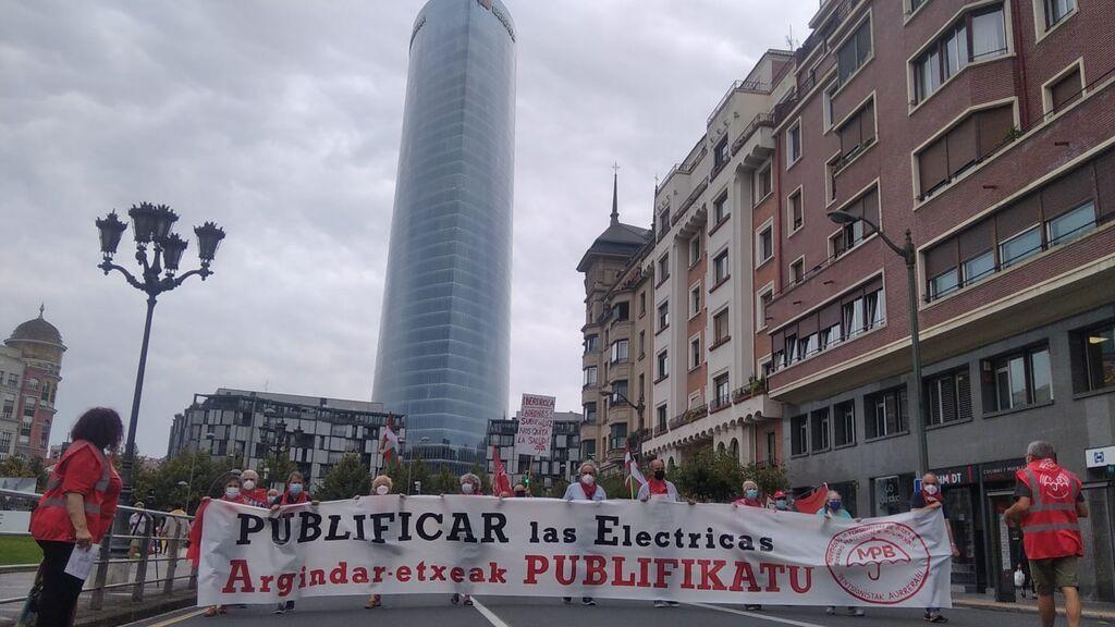 """Los pensionistas vascos contra el 'tarifazo eléctrico': """"Subir la luz nos quita la salud"""""""