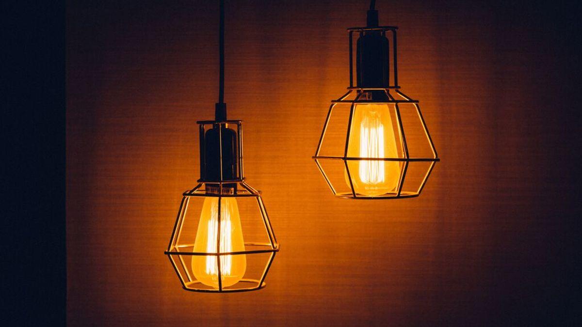 El Gobierno aprueba este martes su plan de choque para que la luz suba solo cinco euros mensuales este año
