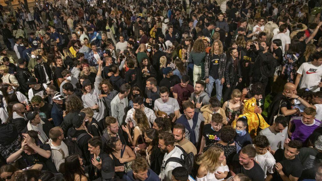 Fin de semana de descontrol, botellones y macrofiestas en España en plena quinta ola