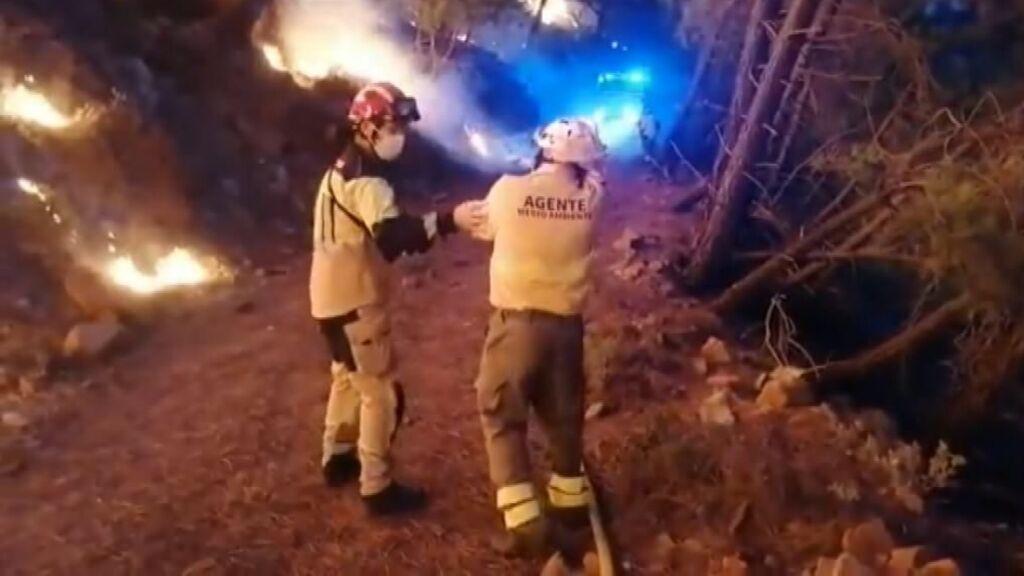 El incendio de Sierra Bermeja obliga a 1.700 personas a pasar la noche fuera de sus casas