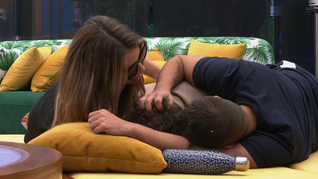 Jesús es consolado por Cristina y Miguel