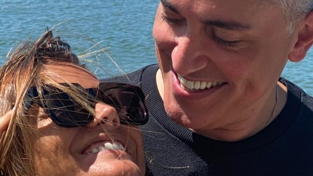 Kiko Hernández y Marta López celebran su amistad desde las playas de Huelva