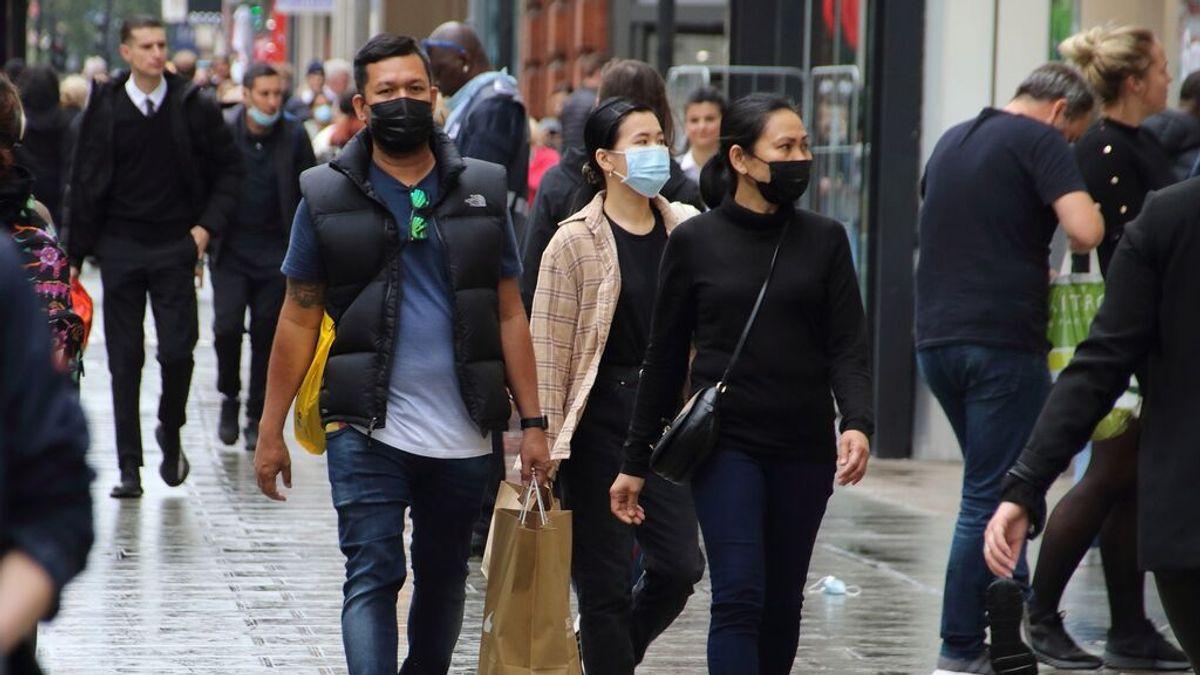 El Reino Unido se plantea recuperar el uso obligatorio de la mascarilla para el invierno