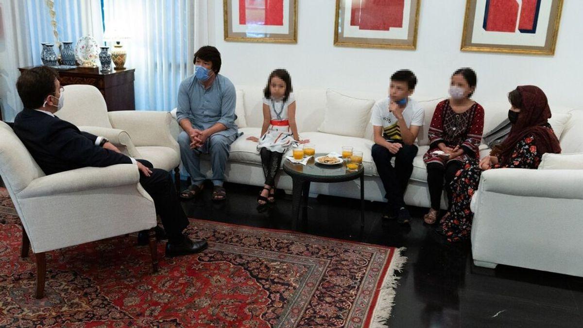 Albares viaja a Catar para plantear vías de evacuación de más colaboradores afganos