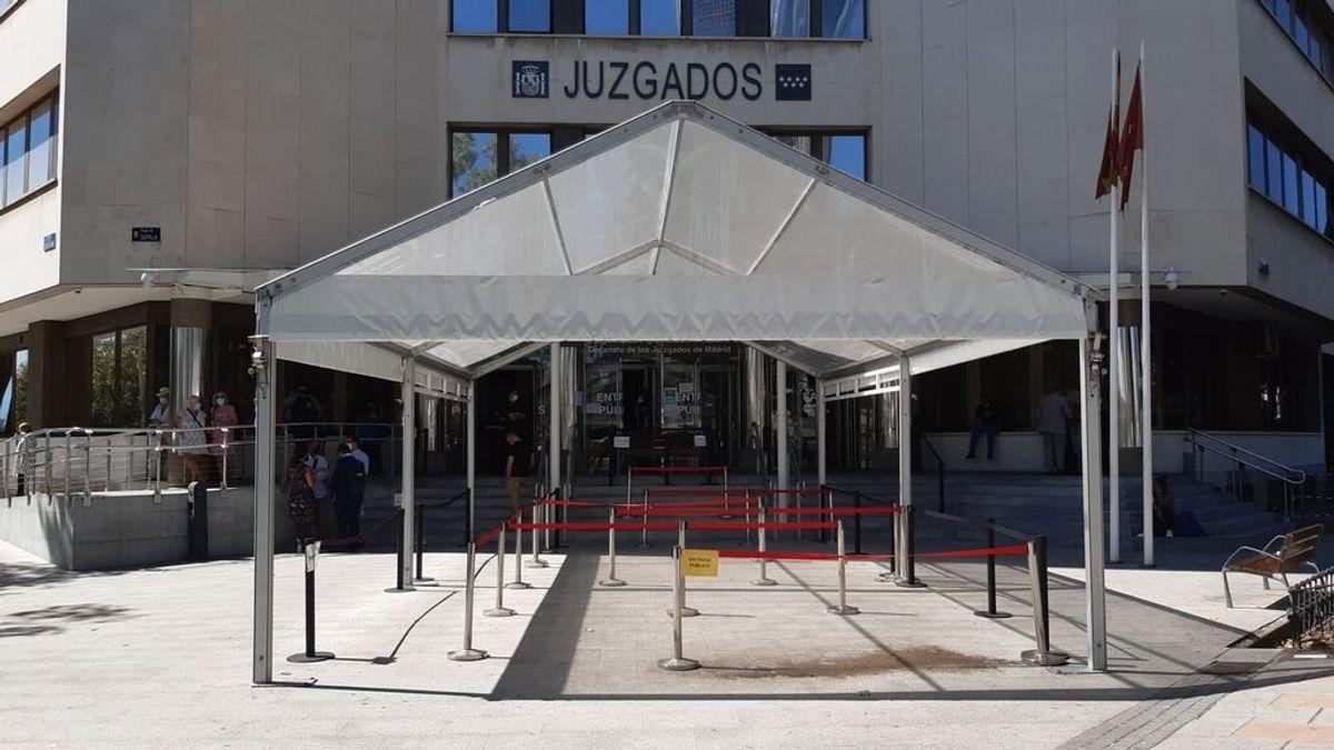 Un juez abre diligencias contra la falsa víctima de Malasaña por simulación de delito