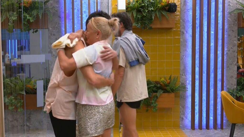 Lucía se consuela con Julen y Canales