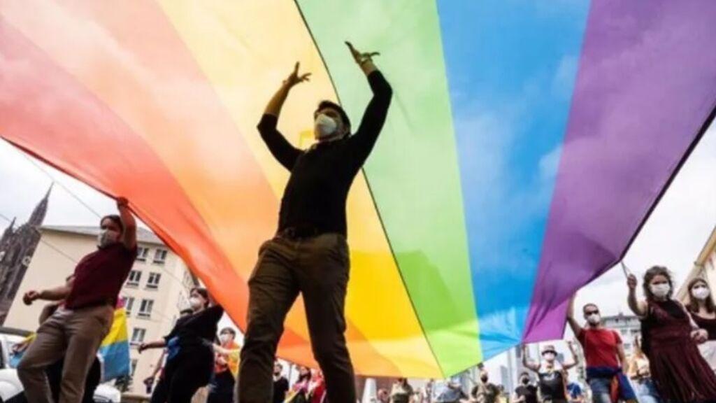 Europa exige reconocer las parejas del mismo sexo: el PP se abstiene, Vox, vota en contra