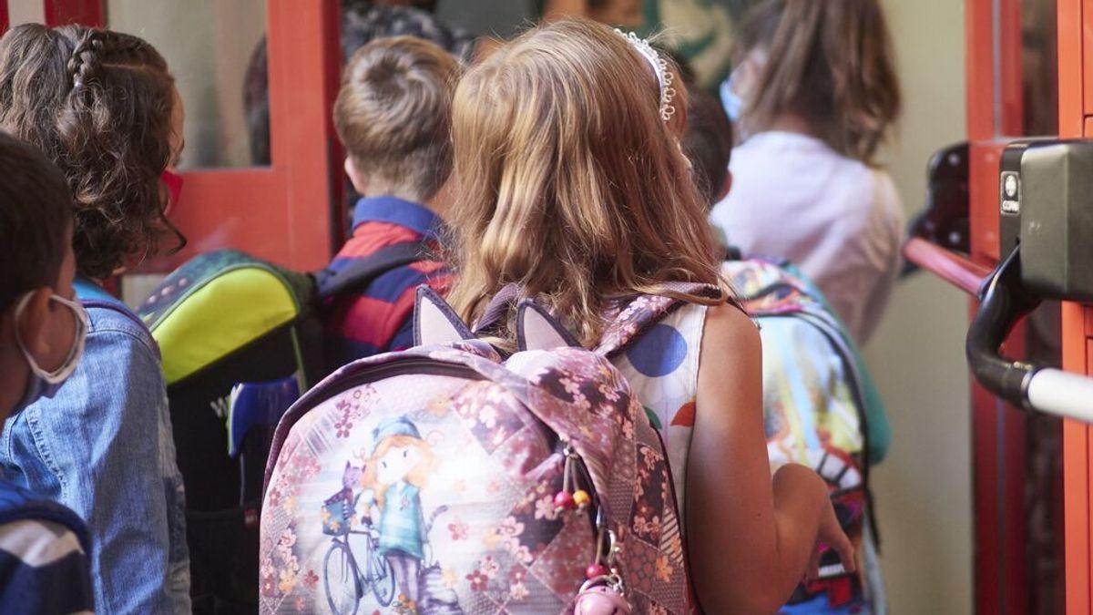 Dos alumnas de Cáceres recibirán clase solas al negarse a usar la mascarilla