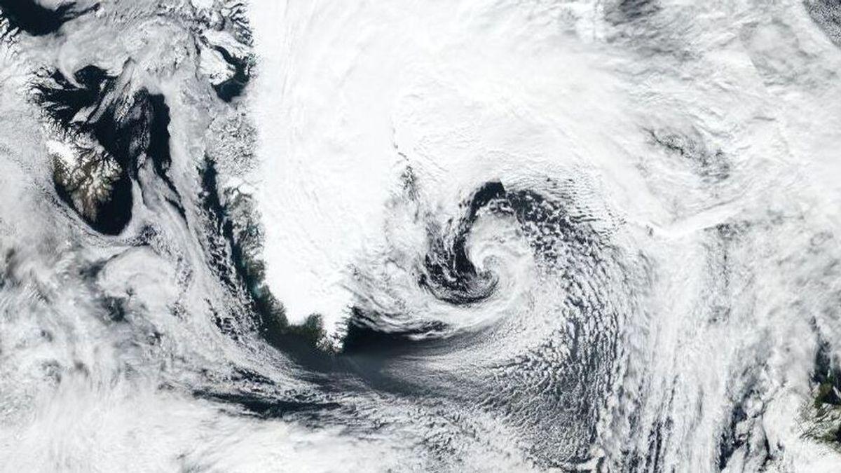 El exhuracán Larry cubre Groenlandia de blanco con una fuerte nevada