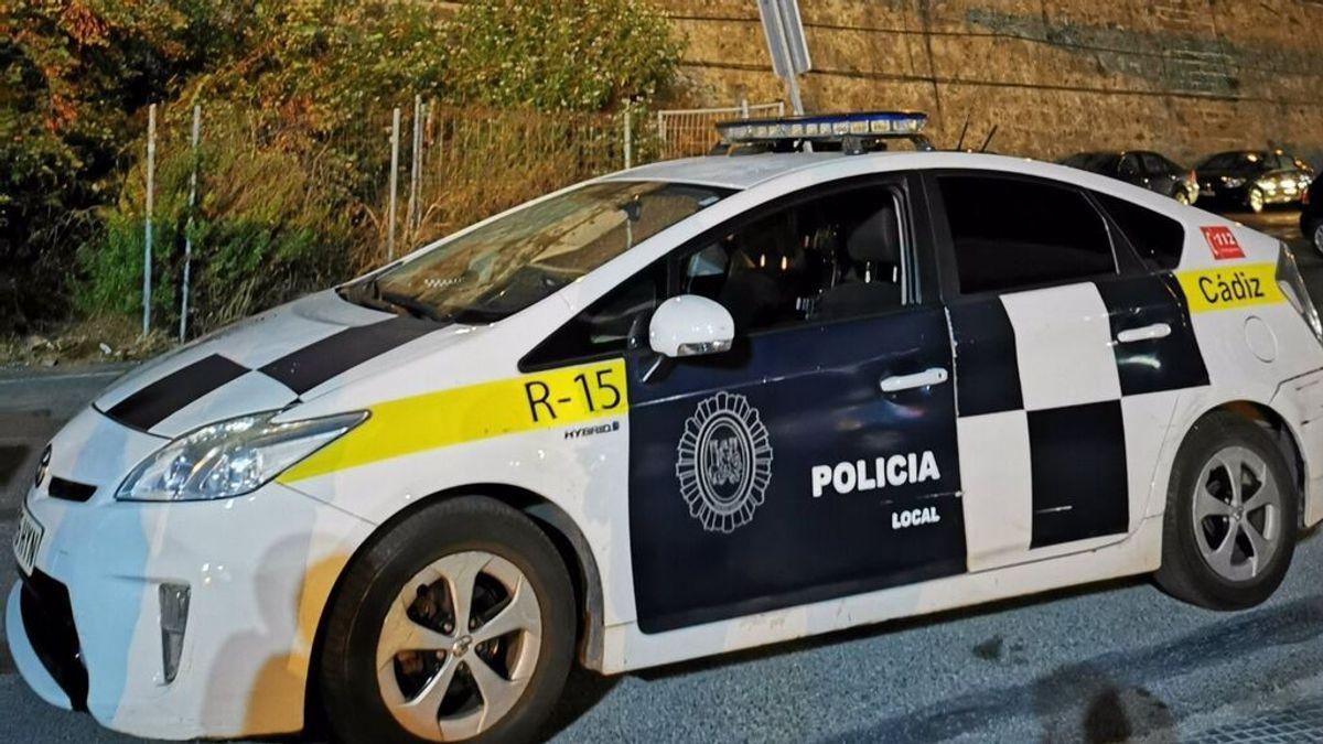 La Policía Local de Cádiz libera a una mujer que estaba siendo retenida en la vivienda de su pareja