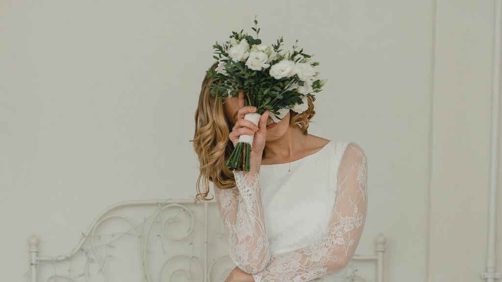 Estos son los colores prohibidos que no deberías llevar en una boda