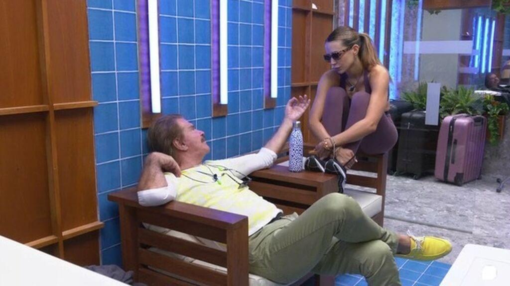 Edmundo y Cristina conversan
