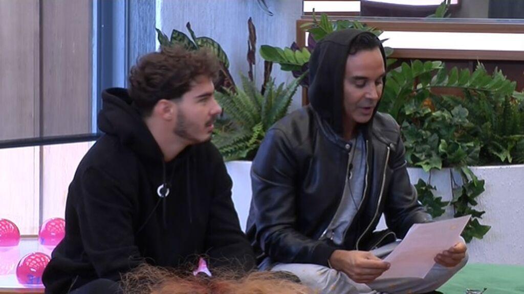 Luis y Jesús leen la prueba semanal