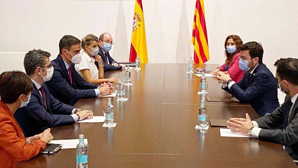 Sánchez y Aragonès encabezan la mesa de diálogo en Barcelona