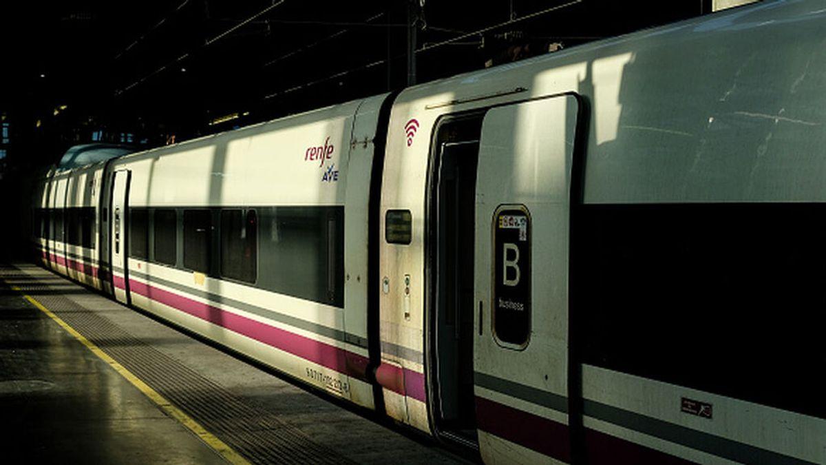 Devuelven una mochila olvidada en un tren con 5.880 euros en su interior