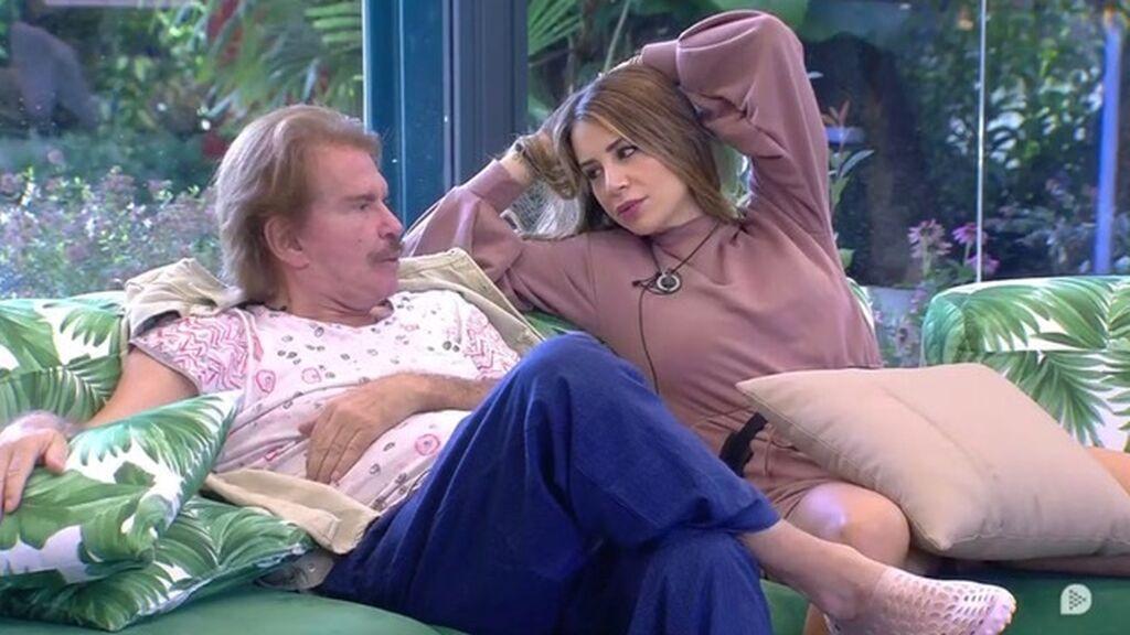 Cristina y Edmundo, en el sofá