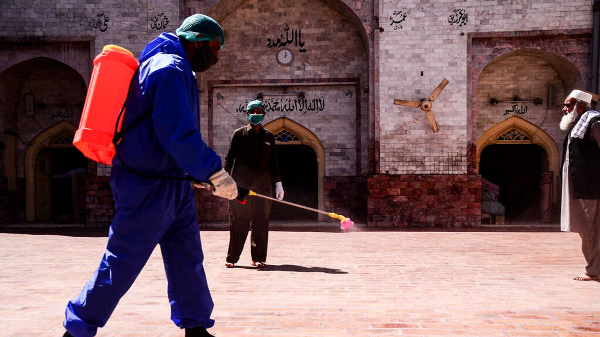 Pakistán levanta las restricciones por la covid pero endurece las medidas para los no vacunados