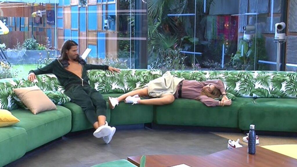 Cris y Luca, en el sofá