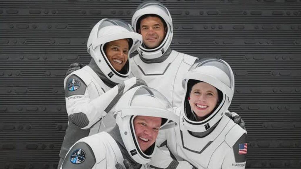 Despega con éxito el primer vuelo de Space X tripulado solo por turistas espaciales