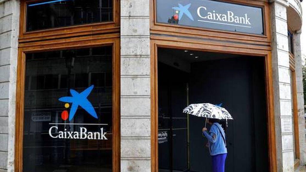 Caixabank comienza a advertir a sus clientes de los cambios que llegan para los exclientes de Bankia