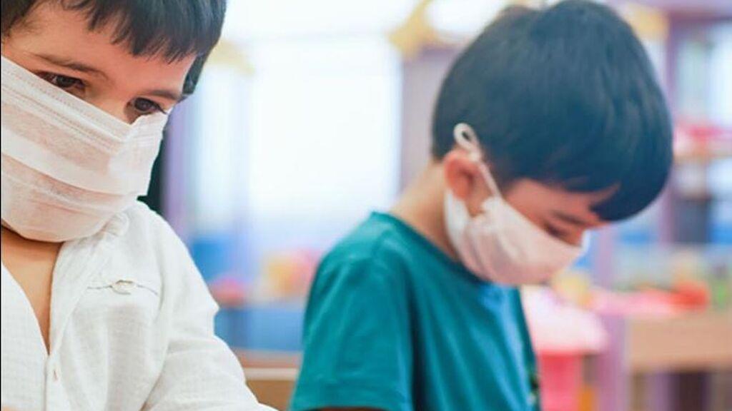 Pablo, el niño trasplantado que pasó de ser el único con mascarilla en clase, a que todos las lleven