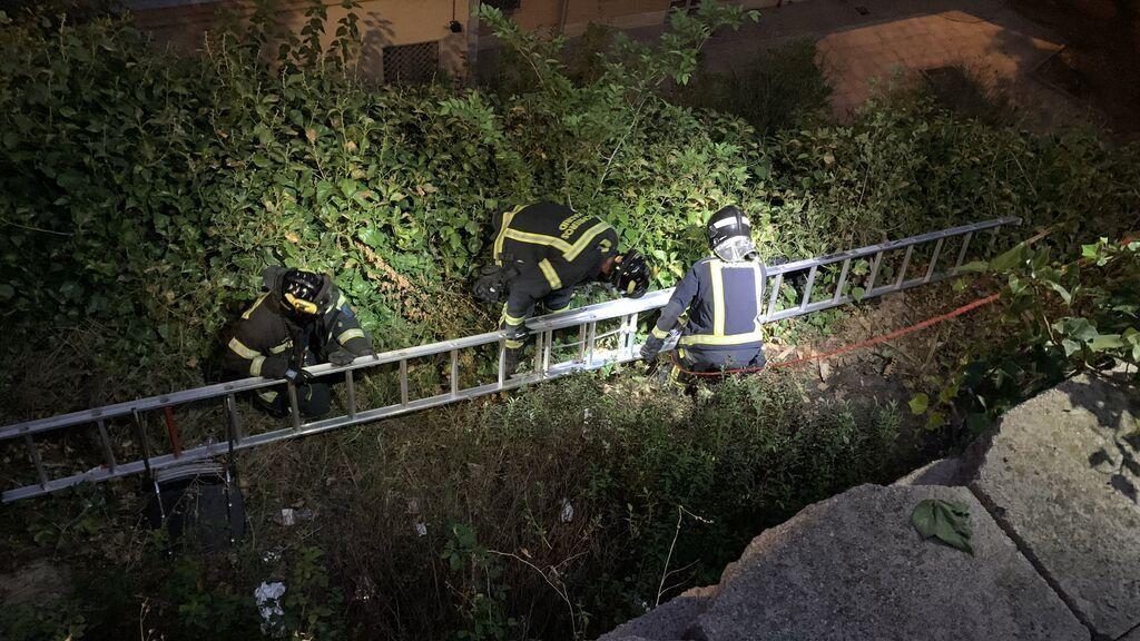 Una niña cae a un pozo de 8 metros en Madrid y solo se fractura una muñeca