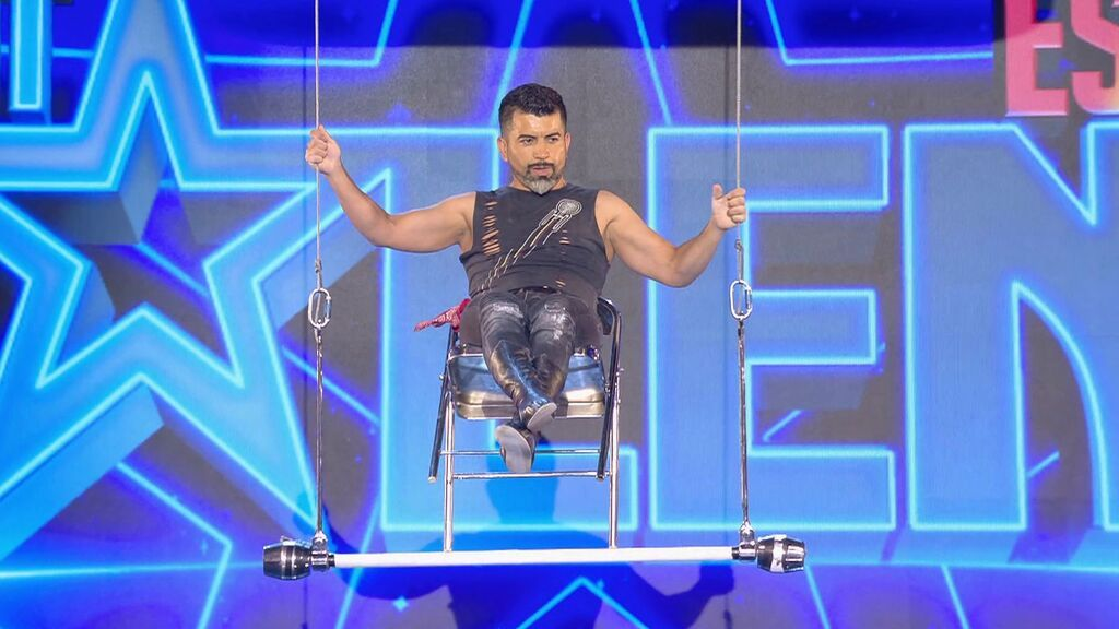 Alain Alegría se sube a un trapecio