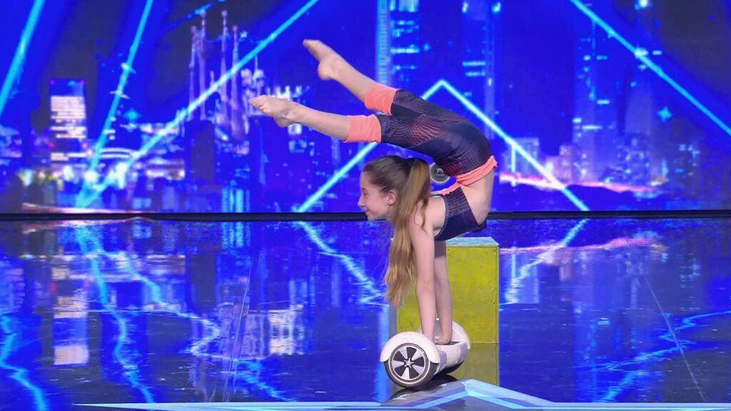 Trixie Zavatta y su número de contorsionismo