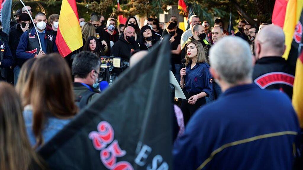 """Grupos de neonazis se manifiestan en Chueca al grito de """"fuera maricas de nuestros barrios"""""""