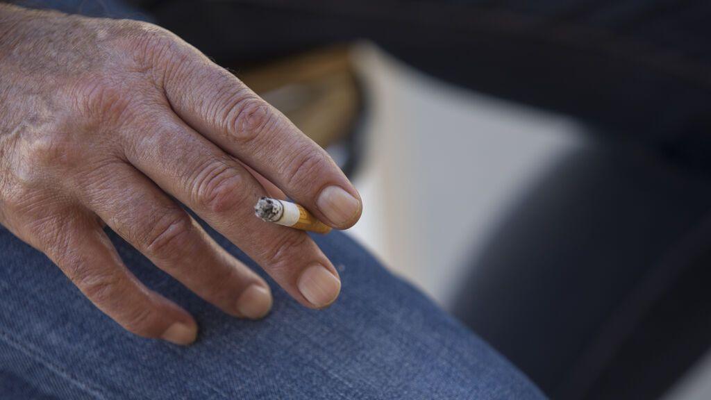 Castilla y León mantendrá la prohibición de fumar en la terrazas, aunque haya distancia de seguridad
