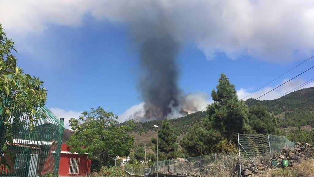 Una erupción volcánica ha comenzado esta tarde de domingo en los alrededores de Las Manchas, en El Paso