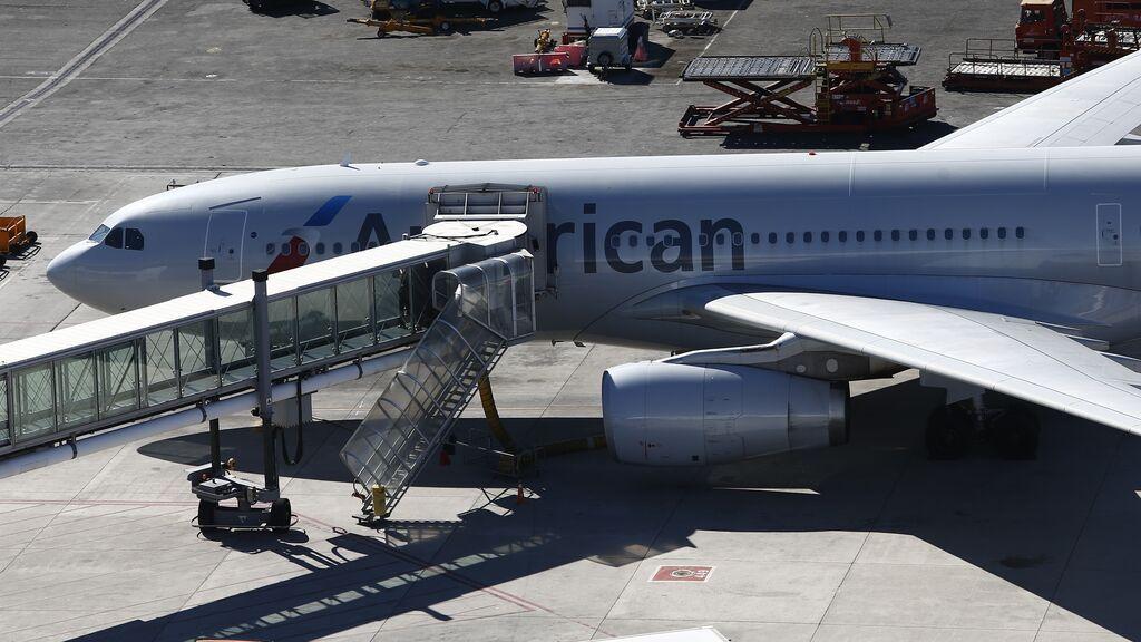 Expulsan de un avión a un niño de dos años asmático por no usar mascarilla: su madre lo denunció en redes