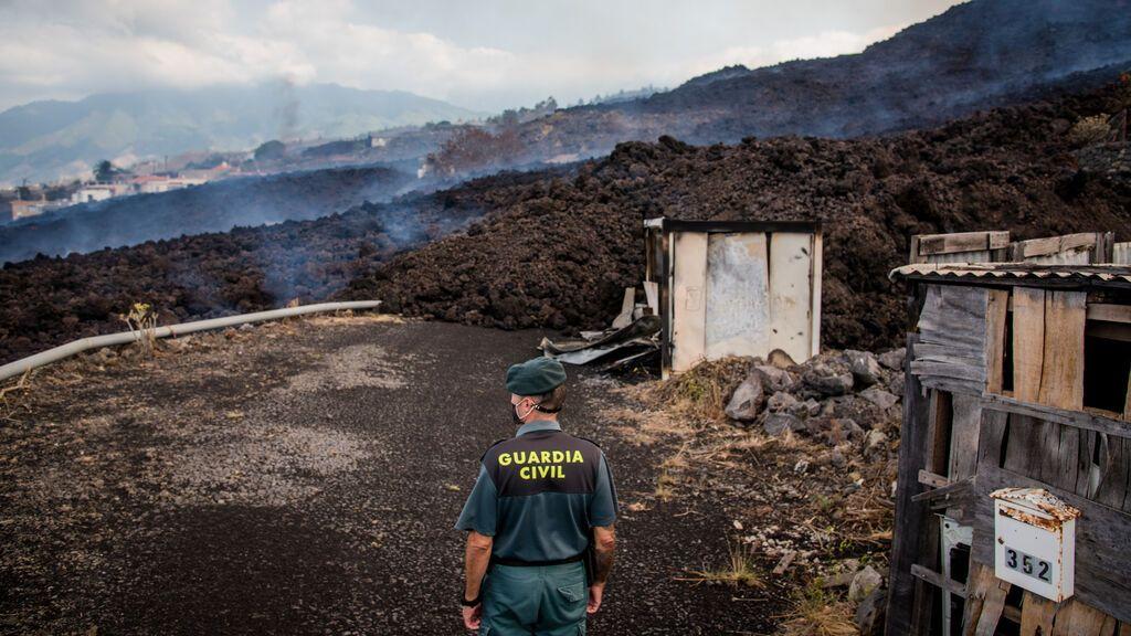 La lava del volcán de Cumbre Vieja arrasa en solo unas horas varias casas