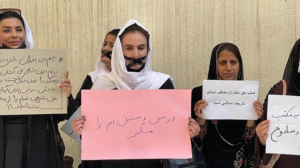 Los talibanes impiden a las mujeres trabajar en los ayuntamientos